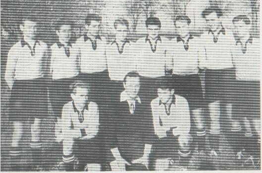 1.Mannschaft 1955: stehend v. l. n. r. Krauß W., Krauß H., Weißhaupt, Gehlbach, Fieger, Krauß Fr., Gebhard, Bastian, knieend v. l. n. r. Krauß Kr., Roos, Alt.