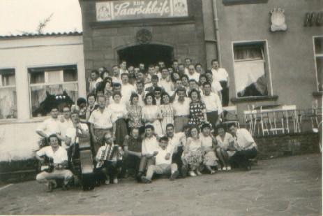 Hier die Aktiven mit Frauen bei einem Ausflug nach Oberscholz/Saarschleife 1962)